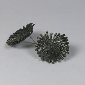 pendientes cortos Margallons.Gaudi. plata oxidada